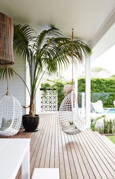 Home Decorating DIY Projects: Exotische luxe tuin met moderne veranda - Decor Home - Welcome to the World of Decor! Home, Renting A House, House Exterior, Beach House Decor, Interior And Exterior, Coastal Living, Outdoor Living, Magnolia Homes, Outdoor Design