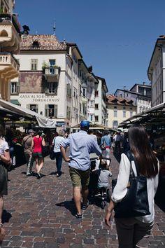 Wir sind so weit weg vom oft auch stressigen Stadtleben in Berlin. Auch in unserer zweiten Woche in Südtirol haben wir eine abenteuerliche Zeit im Camper | Pinspiration Pinspiration, Camping Spots, Roadtrip, Where To Go, Camper, Berlin, Street View, Blog, Photography