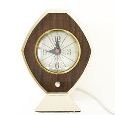 Online vintage shopping in Canada! Vintage decor, housewares, accessories and more! Retro Clock, Vintage Home Decor, Radios, Vintage Shops, Clocks, Cameras, Old Things, Vintage Fashion, Ceiling