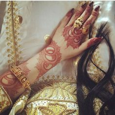 Do you want to decorate your hands with the latest and most unique mehndi designs for the next special occasion? Scroll down the article below to uncover beautiful henna designs suitable for any occasion. Khafif Mehndi Design, Floral Henna Designs, Finger Henna Designs, Henna Art Designs, Modern Mehndi Designs, Mehndi Designs For Girls, Mehndi Design Photos, Mehndi Designs For Fingers, Beautiful Mehndi Design