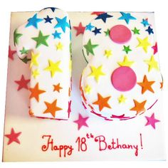 This number cake is a bright and colourful design that can be customised to show any number you wish, making it perfect for a girl or boy of any age! The rainbow stars and decoration colour can be changed to perfectly suit the recipient. Choose from vanilla, chocolate or red velvet sponge as well as our fun flavour extras!