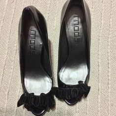 JUST IN MODA Peeptoe Pumps - Size 7 1/2 MODA Peeptoe Pumps - Size 7 1/2. Black patent leather platform peep toe pumps. Cute curly design at toe. Perfect pump. Like new only worn once. Moda Shoes Platforms