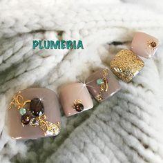Cute Toe Nails, Toe Nail Art, Pedicure Designs, Toe Nail Designs, Bling Nails, Gold Nails, Summer Holiday Nails, Rasta Nails, Feet Nail Design