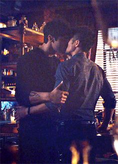 i'm not going anywhere - deserve everything that's good in this world - Shadowhunters Malec, Shadowhunters The Mortal Instruments, Malec Kiss, Mathew Daddario, Constantin Film, Hush Hush, Cassie Clare, Alec Lightwood, Cute Gay Couples