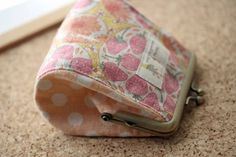 f300-140-05 Diy Bags Purses, Frame Purse, Change Purse, Sewing Hacks, Canvas Tote Bags, Mini Bag, Diy And Crafts, Coin Purse, Patches