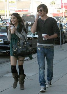 ::Fashion couples fashion week::        Vanessa Hudgens with a Balenciaga bag & Zac Efron with Converse sneakers & Rayban sunglasses          ·        - Vote for the Best look of July: http://shesfashion.blogspot.com/ - Fotolog