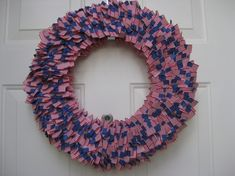 On Independence Day, everyone wants to show off their patriotism. Display your patriotism with a Wreath USA of July Day and Other Patriotic Door Decorations. Wreath Crafts, Diy Wreath, Burlap Wreath, Door Wreaths, Patriotic Wreath, 4th Of July Wreath, Stick Wreath, American Flag Wreath, Log Home Decorating