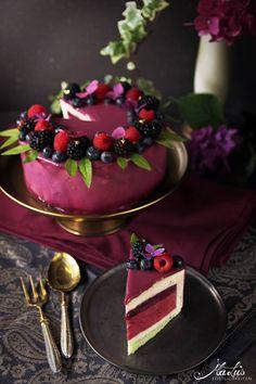 Berry cake with lemon & citrus herbs for the birth .- Beerentorte mit Zitrone & zitronigen Kräutern zum Geburtstag Berry cake with lemon & citrus herbs - Fancy Cakes, Mini Cakes, Vegan Mug Cake, Cake Recipes, Dessert Recipes, Berry Cake, Wedding Cakes With Cupcakes, Macaron, Savoury Cake