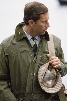 Prince Charles In Barbour Style Waxed Jacket And Tweed Cap On Holiday In Scotland English Gentleman, Gentleman Style, Dapper Gentleman, Prince Charles, Lady Diana, British Country Style, Black Overcoat, Waxed Cotton Jacket, Barbour Jacket