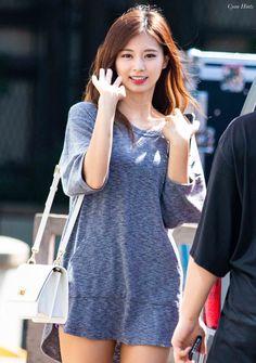 Twice sexiest members Kpop Girl Groups, Korean Girl Groups, Kpop Girls, Korean Beauty, Asian Beauty, Tzuyu Body, Tzuyu And Sana, Twice Tzuyu, Sana Momo