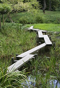 A yatsuhashi (literally a bridge of eight planks) at the Koishikawa Kourakuen gardens. They are normally built over a shallow pond or marsh using wooden planks without rails that are situated in a zig-zag pattern.