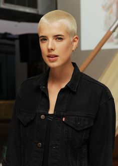 Agyness Deyn–and 22 other women who completely nailed the buzz cut Thin Hair Styles For Women, Short Hair Styles, Buzz Cut Women, Buzz Cuts, Buzz Cut Hairstyles, Ladies Hairstyles, Hairstyles 2016, Agyness Deyn, Tutorial