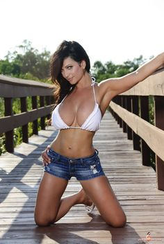 denise-milani-erotic-big-boobs-lingerie-960.jpg (1280×1912)