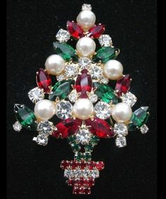 Vintage Christmas tree brooch by Eisenberg Ice Jewelry Tree, Old Jewelry, Jewelry Crafts, Antique Jewelry, Vintage Jewelry, Pandora Jewelry, Jewlery, Rhinestone Jewelry, Vintage Rhinestone