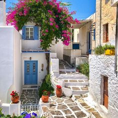 Lefkes, the highest village on the island of Paros, Greece, was at one time the medieval capital of the island; today it is a picturesque hamlet of houses, alleyways and flowers. #hdr_addiction #infinity_hdr #travelworld_addiction #gorgeous_greece #kings_villages