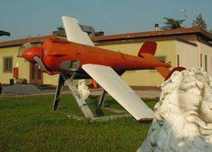 メテオレP1(Meteor P1)。イタリアに拠点を置くradiobersaglioによって1950年代に設計されたターゲットドローン。カタパルト或いはロケットブースターの力を借りて発射することに対応する。最高速度は400km/h。