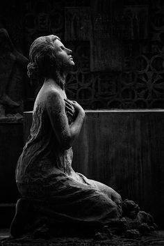Devotion Memorial of Pasqvale Cesati Cimitero Monumentale Milano, Milan, Italy Cemetery Angels, Cemetery Statues, Cemetery Headstones, Old Cemeteries, Cemetery Art, Graveyards, Statue Ange, Art Sculpture, Metal Sculptures