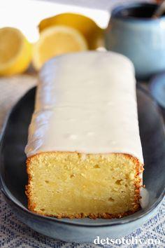 Sitronformkake med kremost (Lemon Pound Cream Cheese Cake)   Det søte liv Danish Dessert, Lemon Cream, Cake With Cream Cheese, No Bake Cake, Cake Cookies, Vanilla Cake, Cake Recipes, Cheesecake, Deserts