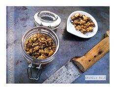 Recette de granola salé : sarrasin kasha, amandes, graines de courge et flocons d'avoine.