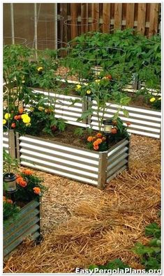 50 Awesome Raised Garden Designs You Should Try For Your Enjoyment DIY Raised Garden Beds Design No. Making Raised Garden Beds, Raised Bed Garden Design, Diy Garden Bed, Building A Raised Garden, Easy Garden, Raised Beds, Outdoor Landscaping, Landscaping Ideas, Garden Projects