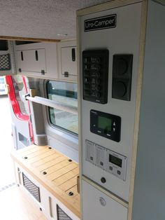 URO Camper - like the use of nets on the outside of the cabinets