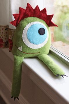 Painted wooden lizard by Aud. Painted ceramic bobble-head robot by Gage. and a squeezable, wool felt and fleece monster friend by me. Sewing Toys, Sewing Crafts, Sewing Projects, Craft Projects, Felt Crafts, Fabric Crafts, Crafts For Kids, Softies, Monster Dolls
