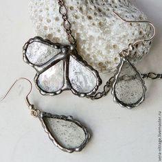 Купить Трилистник - капельки. Комплект украшений. стекло - серебряный,  серый, прозрачное стекло b8494863a0a