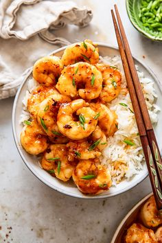 This delicious honey garlic shrimp takes less than 10 minutes to make and tastes better than in a restaurant! Honey Shrimp, Chicken And Shrimp, Garlic Shrimp, Shrimp Recipes Easy, Seafood Recipes, Asian Recipes, Dinner Recipes, How To Cook Mince, How To Cook Shrimp