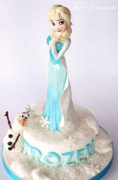 Torta di Frozen con decorazioni in pasta di zucchero n.01