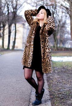 """leopard - Hier kommt Teil 2 meiner Jacken-Reihe! Ein warmer und weicher Zara Leo-Mantel, der """"in echt"""" leider sehr aufträgt. Auf den Bilderchen zeige ich mich natürlich von meiner Schokoladenseite ;) Mehr Bilder und einen philisophischen Text dazu findet ihr auf meinem BLOG :)"""