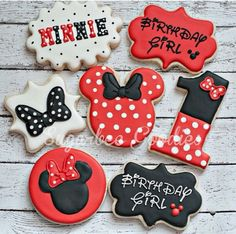 Minnie Mouse birthday cookies by Sugarbee Goodies (in pink) Mickey Mouse Torte, Minnie Mouse Cookies, Minnie Mouse Theme, Minnie Cupcakes, Mickey Cakes, Mouse Cake, Fancy Cookies, Iced Cookies, Cute Cookies