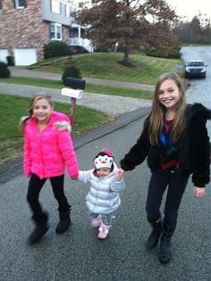 Maddie and Mackenzie with their little cousin!! She's too cute!!