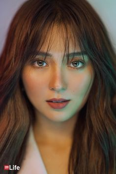 With a beauty business, a makeup line, and a movie without Daniel Padilla, the young actress is shaping her identity outside the world of KathNiel. Filipina Girls, Filipina Actress, Filipina Beauty, Kathryn Bernardo Hairstyle, Kathryn Bernardo Photoshoot, Hair Color Names, New Hair Colors, Liza Soberano Instagram, Hair Color For Morena