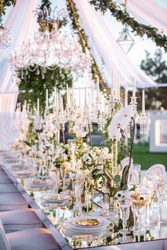 Mirror wedding tablescape - PHOTOGRAPHY: JASMINE STAR | Tented Wedding