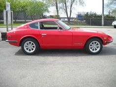 1970 Datsun Might possibly be my dream car Japanese Sports Cars, Japanese Cars, Classic Sports Cars, Classic Cars, My Dream Car, Dream Cars, 240z Datsun, Nissan Z Cars, Classic Car Restoration