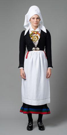 BUNAD FRA VEST-AGDER, PLISSESTAKK Folk Costume, Costumes, Bridal Crown, Different Patterns, Headgear, Traditional Dresses, Norway, Vest, Clothes