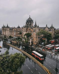 CST Railway Station Mumbai Mumbai Trip, Mumbai City, Tourist Places, Places To Travel, Marine Drive Mumbai, Asia City, Amazing India, Visit India, Beautiful Bollywood Actress