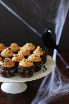 Butterfinger cupcakes ...yum! #Halloween #recipes
