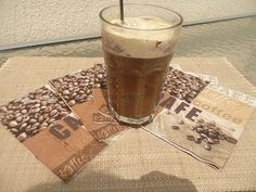 Kawa mrożona z lodem na patyku http://kolorowowkuchni.blogspot.com/2012/06/kawa-mrozona-z-lodem-na-patyku.html