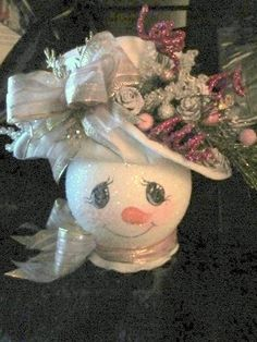 White felt hat, pink bows, golds and fushia. She is a beautiful snowlady! Snowman Christmas Decorations, Christmas Ornament Crafts, Snowman Crafts, Christmas Centerpieces, Christmas Snowman, Crafts To Do, Christmas Projects, Holiday Crafts, Christmas Holidays