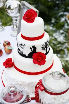 snow white themed cake