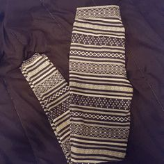 Abercrombie and Fitch Leggings Abercrombie and Fitch Leggings. Only worn a handful of times. Excellent condition.  The color patterns are greys and dark blues. Size meduim. Abercrombie & Fitch Pants Leggings