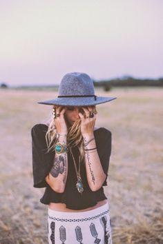 Boho Look | chapéu cinza estilo boho, acessórios hippie chic