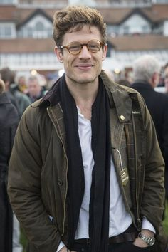 James Norton in a Barbour to watch horse racing 1950s Jacket Mens, Cargo Jacket Mens, Green Cargo Jacket, Grey Bomber Jacket, Leather Jacket Man, Barbour Jacket Mens, Jacket Outfit, Khaki Parka, Country Fashion