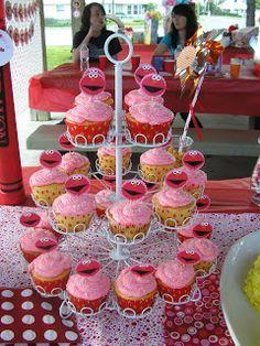 Elmo cupcakes. Elmo birthday party for girls