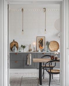 The Beautiful Helsingborg Apartment of Hannes Mauritzson - The Nordroom Mint Green Kitchen, Dark Grey Kitchen, Scandinavian Apartment, Scandinavian Home, One Bedroom Apartment, Apartment Kitchen, Kitchen Design, Kitchen Decor, Room Kitchen