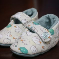 A easy tutorial for handmade baby booties.