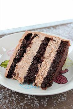 Mielettömän mehevä suklaakakku Geisha-täytteellä No Bake Desserts, Vegan Desserts, Delicious Desserts, Yummy Food, Baking Recipes, Cake Recipes, Dessert Recipes, Piece Of Cakes, Sweet Cakes