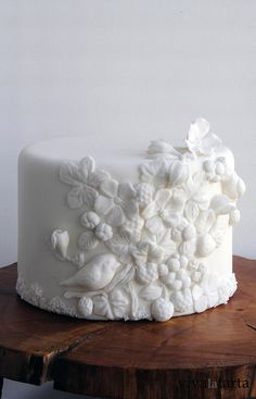 Fondant relief Cake by Vanina Gorgeous Cakes, Pretty Cakes, Cute Cakes, Amazing Cakes, Unique Cakes, Creative Cakes, Fondant Cakes, Cupcake Cakes, Bolo Laura