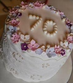 Lace and pearl small cake